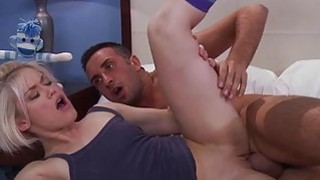 Teen rides up dick of guy and performs rodeo on it
