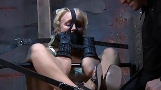 Gal gets her fur pie gratified while inside a cage