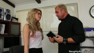 Magnificent babe Jessa Rhodes blows dick of the music producer